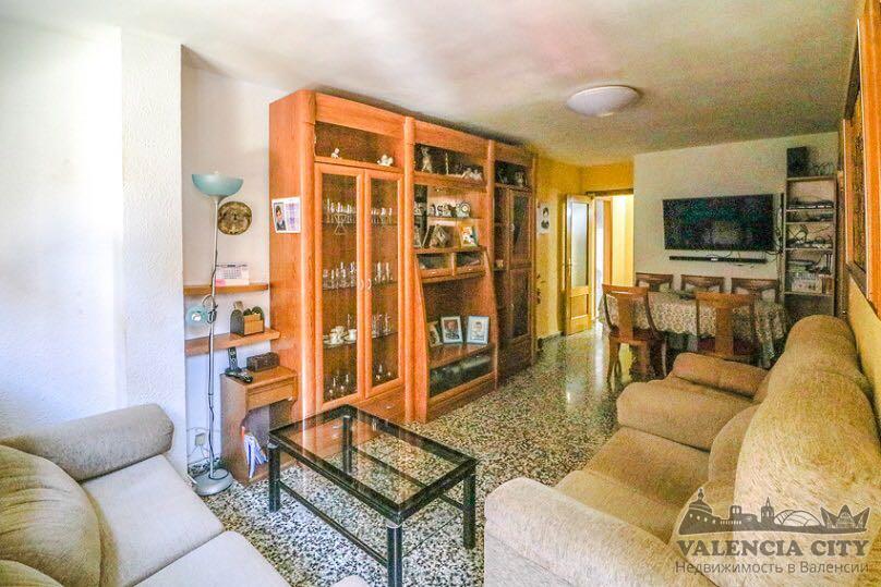 Аренда большой квартиры недалеко то пляжа Валенсии в Испании