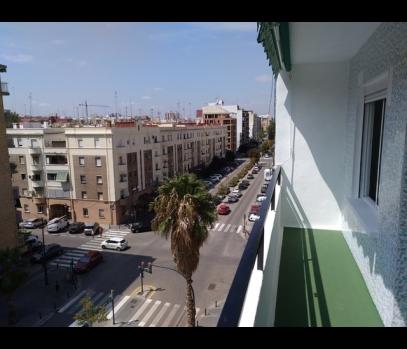 Квартира с ремонтом в современном доме у моря в Валенсии