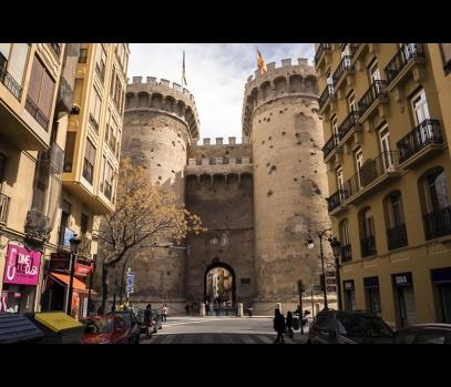 Продажа рентабельного здания с квартирами в Валенсии, Испания