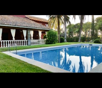 Продажа виллы с бассейном в пригороде Валенсии, Испания
