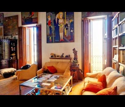 Продаётся квартира в историческом здании в центре Валенсии