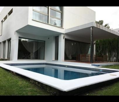 Сдается эксклюзивный коттедж с бассейном в пригороде Валенсии