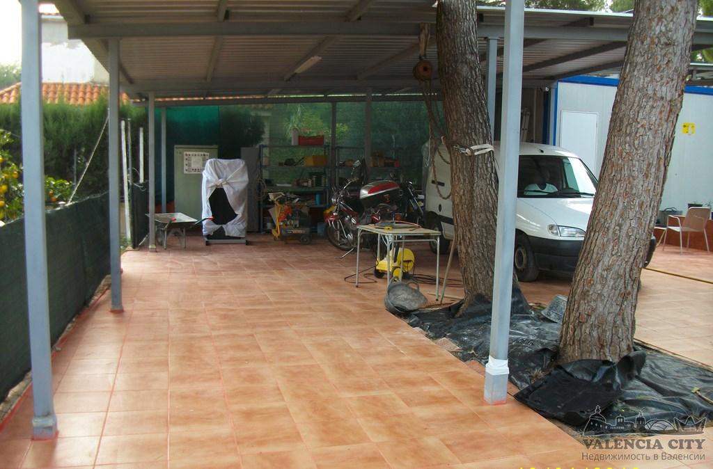 Продажа загородного коттеджа с участком рядом с Валенсией