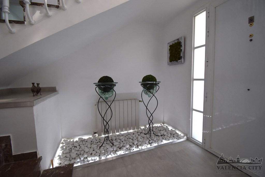 Эксклюзивный дом с бассейном в аренду в пригороде Валенсии
