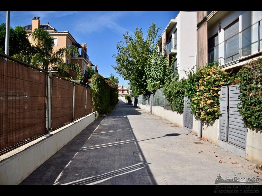 Аренда таунхауса в закрытой урбанизации рядом с Валенсией