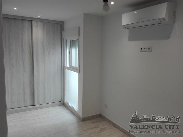 Квартира с ремонтом рядом с пляжной зоной в Валенсии