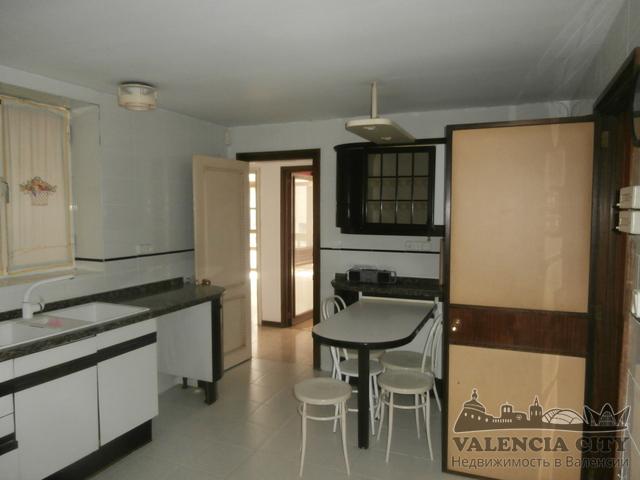 Покупка квартиры под ремонт на главной улице города Валенсия