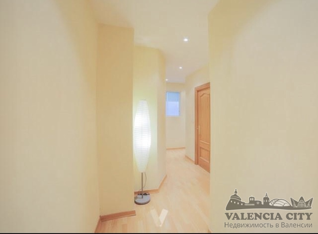 Просторная квартира рядом с площадью мэрии в Валенсии, Испания