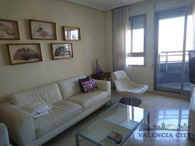 Продается просторная квартира в элитном районе города Валенсия