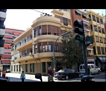Продается здание на третьей линии пляжа в Валенсии