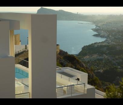 Новая современная вилла с видом на море в Испании