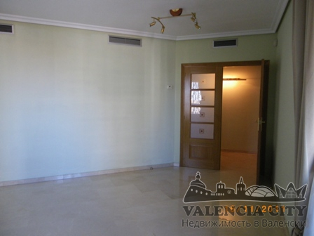 Элитная квартира в закрытой резиденции в Валенсии