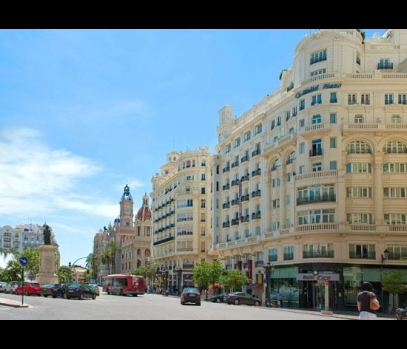 Продажа рентабельного здания на главной площади Валенсии, Испания
