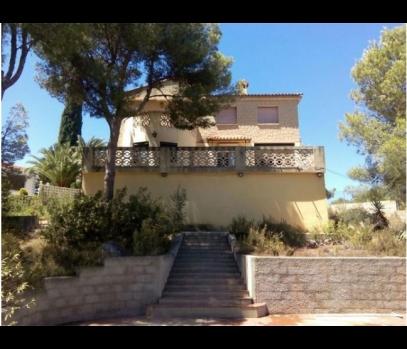 Продажа дома с участком в пригороде Валенсии