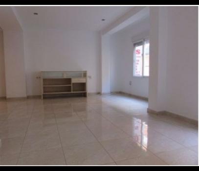 Бюджетная квартира с гаражом в спальном районе в Валенсии