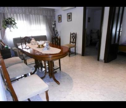 Просторная бюджетная квартира в спальном районе в Валенсии
