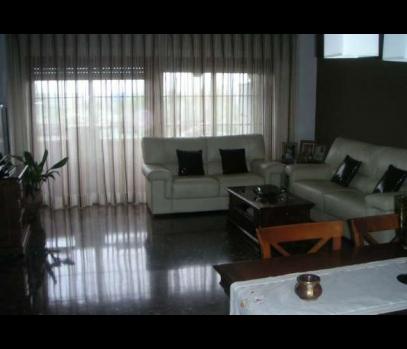 Большая квартира в спальном пригороде Валенсии, Испания