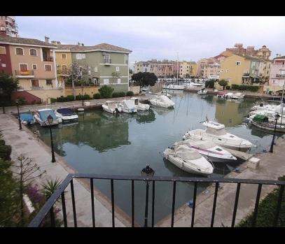 Срочная продажа квартиры на берегу моря в Порт Саплайя