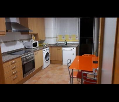 Квартира в аренду в жилом комплексе с бассейном в Валенсии