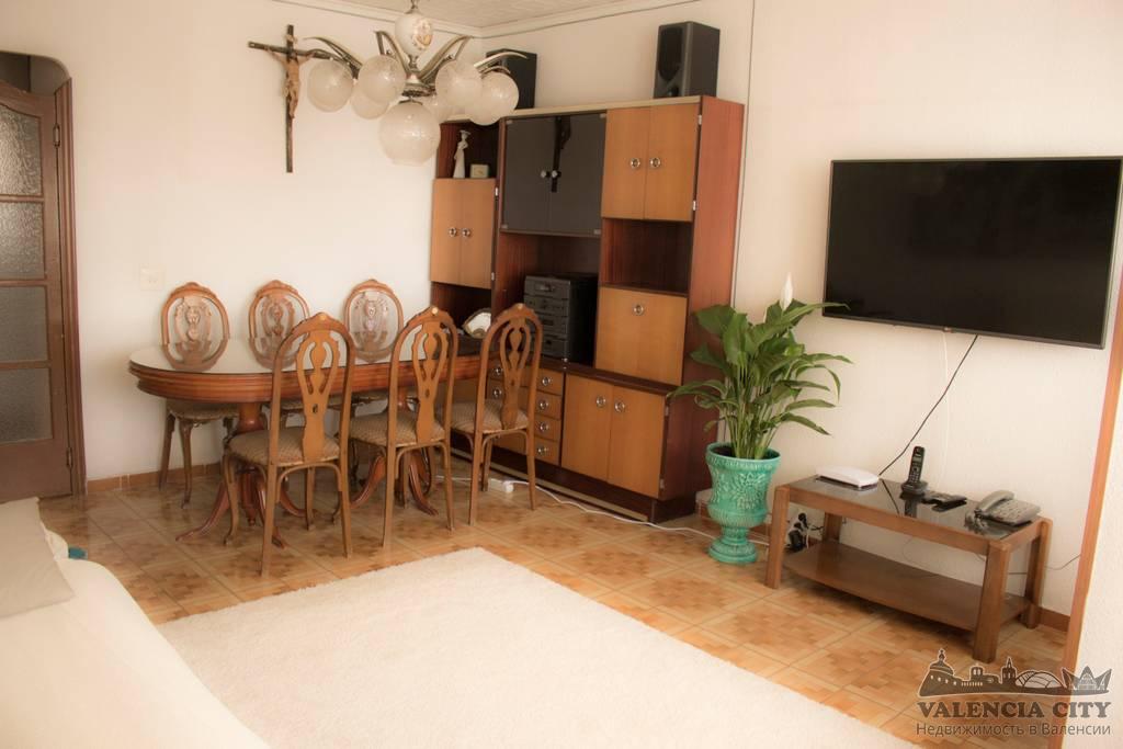 Просторная квартира в спальном районе Валенсии, Испания